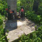 работа по установке памятника на кладбище